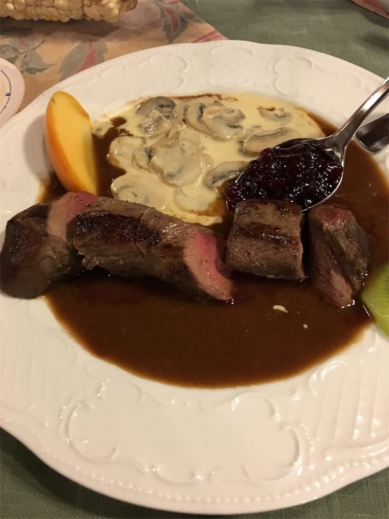 鹿肉のステーキ