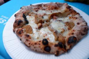 ポルチーニ茸とベーコンのピザ